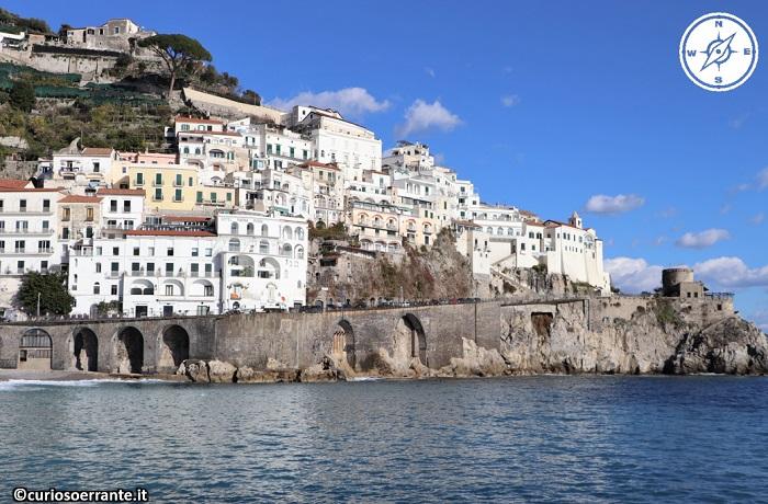 Amalfi - altre case sulla costa