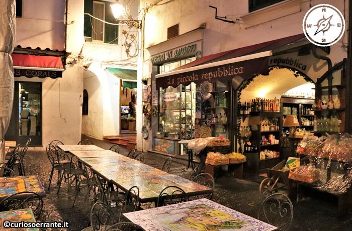 Amalfi - le piazzette ed i localini