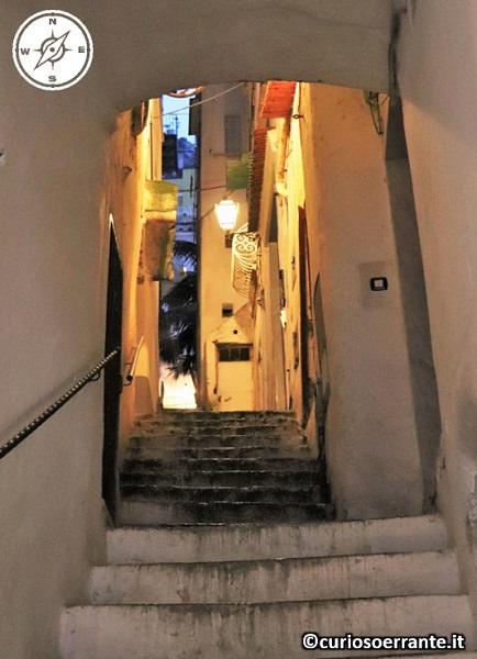 Amalfi - le scalinate all'interno del borgo