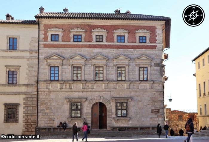 Montepulciano - Piazza Grande - Palazzo Contucci
