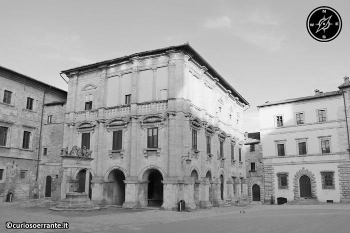 Montepulciano - Piazza Grande - Palazzo Nobili Tarugi