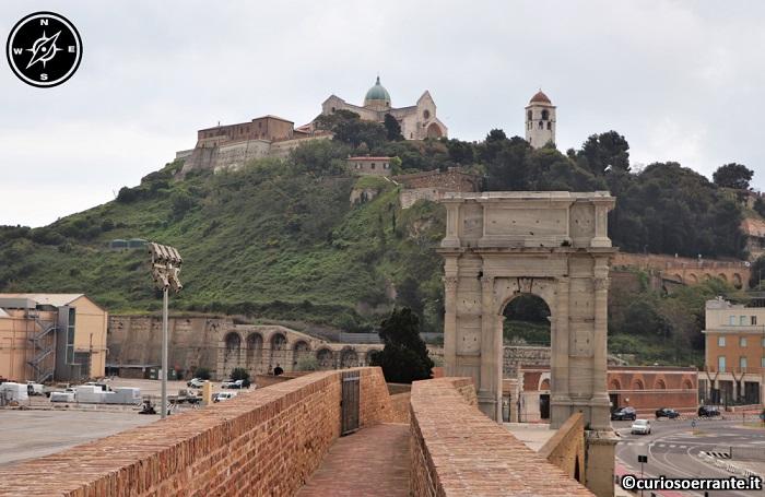 Ancona - Arco di Traiano nel porto di Ancona