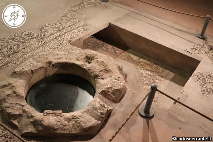 Chiesa di Santa Maria della Piazza ad Ancona - pozzo e mosaici