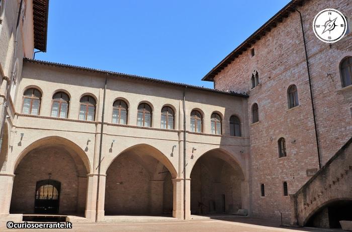 Foligno - Palazzo Trinci cortile interno