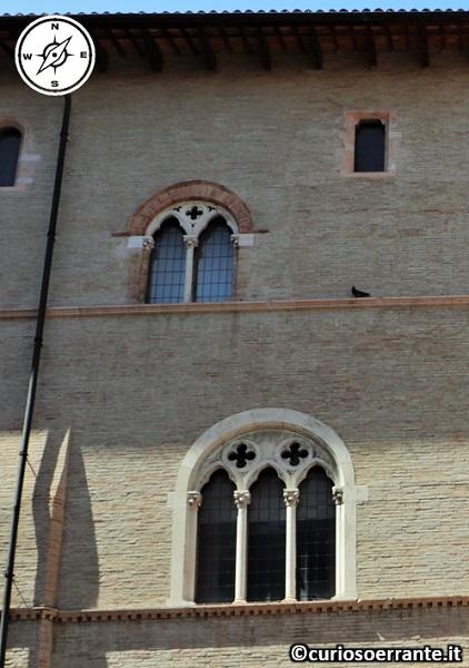 Foligno - Palazzo Trinci - finestre bifore e trifore
