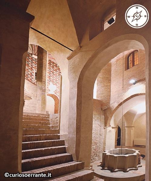 Foligno - Palazzo Trinci scalinata interna con pozzo