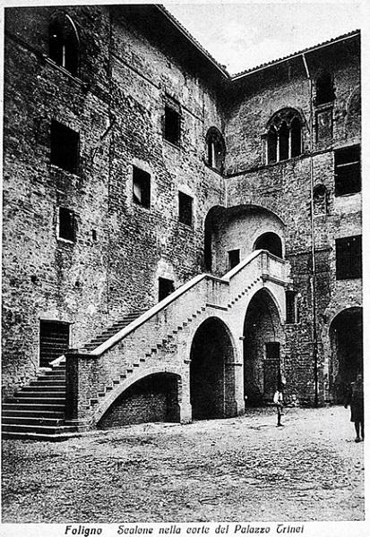 Foligno - Scalone d'onore del palazzo trinci negli anni trenta