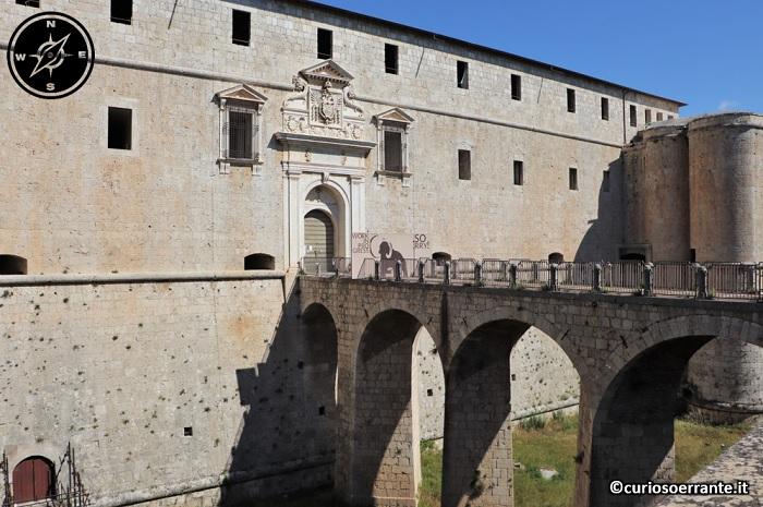 Forte Spagnolo dell'Aquila - entrata e ponte