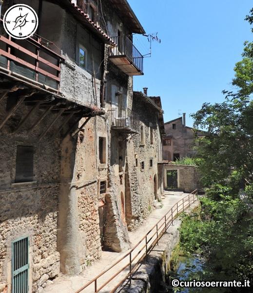 Tagliacozzo - Case in pietra vicino al torrente