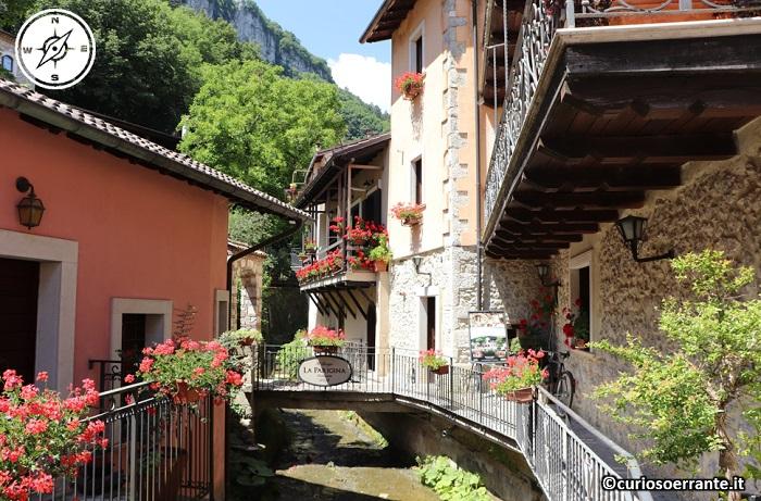 Tagliacozzo - abitazioni nel borgo storico lungo il torrente