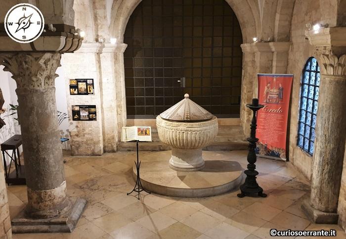 Bari - la cattedrale di San Sabino - fonte battesimale