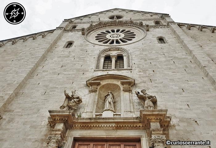 Bari - la cattedrale di San Sabino - portale e rosone nella facciata