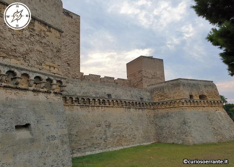 Bari - le mura del Castello Svevo