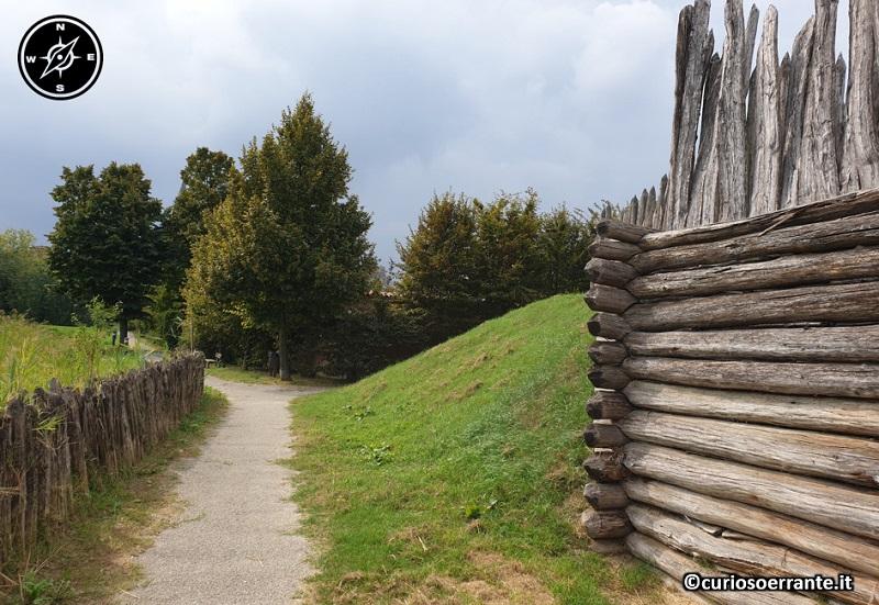 Terramara di Montale - ricostruzione della palizzata a difesa 2