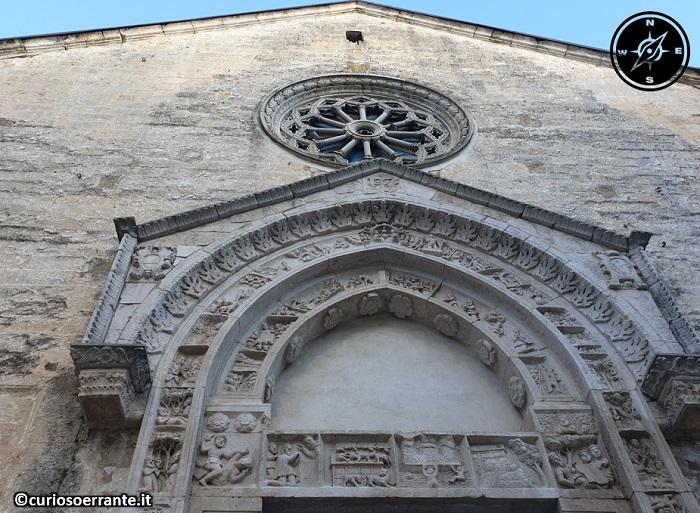 Altamura - San Nicola dei Greci - particolari della facciata