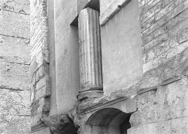 Spoleto - Chiesa di Sant'Ansano - resti tempio romano