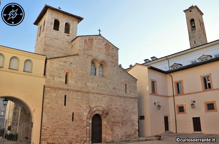 Spoleto - Facciata della Basilica di Santa Eufemia nel cortile del Palazzo Vescovile