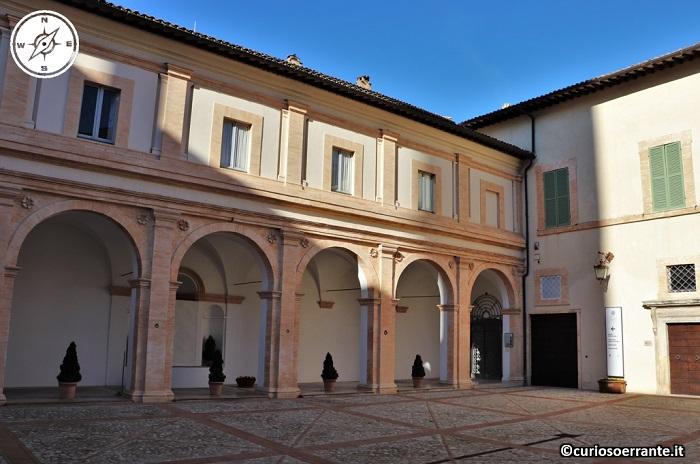 Spoleto - Palazzo Vescovile - loggiato