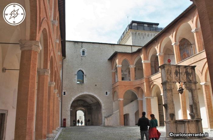 Spoleto - Rocca Albornoziana cortile interno