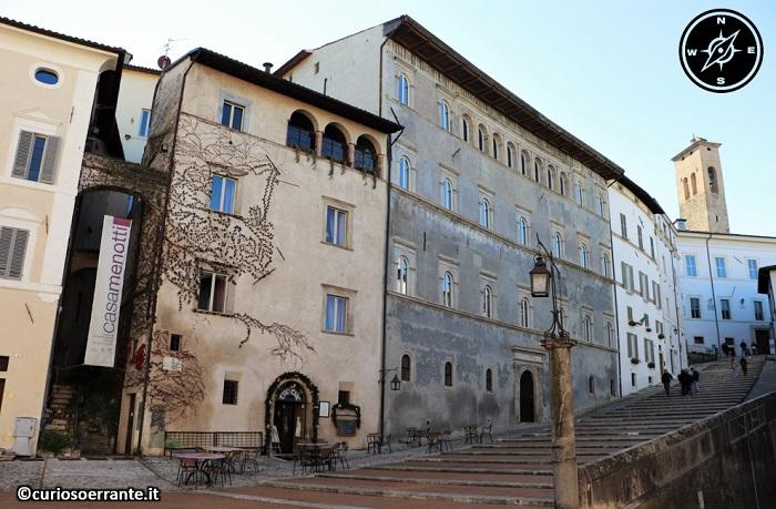 Spoleto - via dell'Arringo e Palazzo Menotti