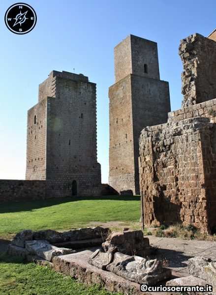 Tuscania - Mura e torri medievali