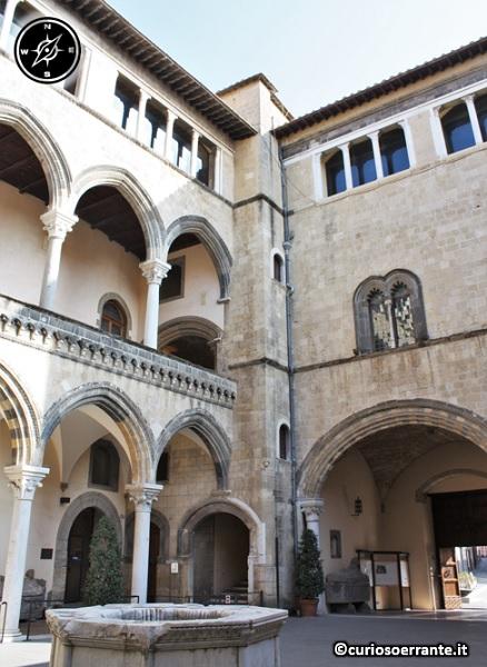 Tarquinia - Palazzo Vitelleschi cortile interno