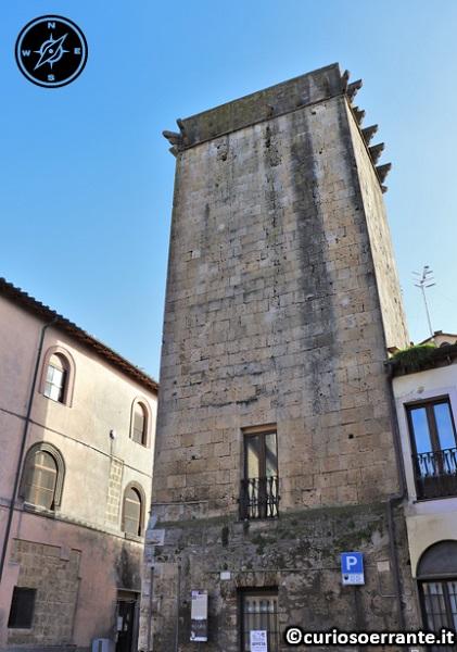 Tarquinia - Torre Draghi (XII sec.)