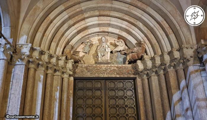 Trento - Piazza del Duomo - Portale laterale