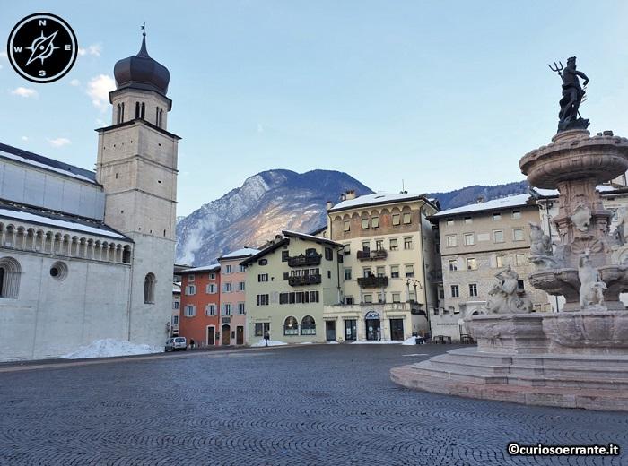 Trento - Piazza del Duomo - lato meridionale