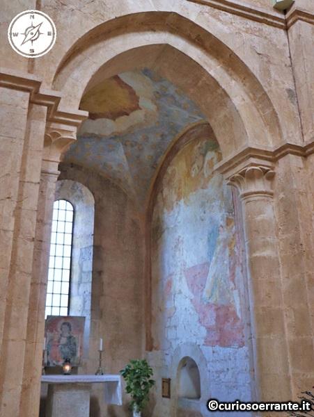 Abbazia di Fossanova - Cappella affrescata nella chiesa di Santa Maria