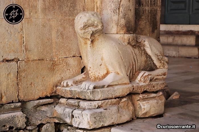 Priverno - Cattedrale, animale stiloforo del medioevo