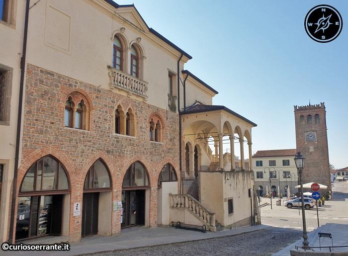 Monselice - Piazza Mazzini con la torre civica duecentesca