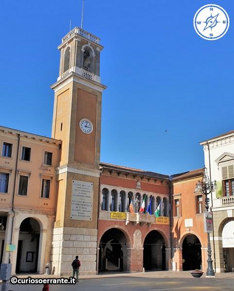 Rovigo - La loggia dei Notari e la torre dell'orologio