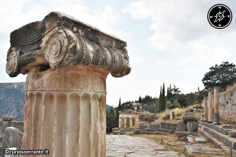 Antica Delfi - Il santuario di Apollo e la via sacra