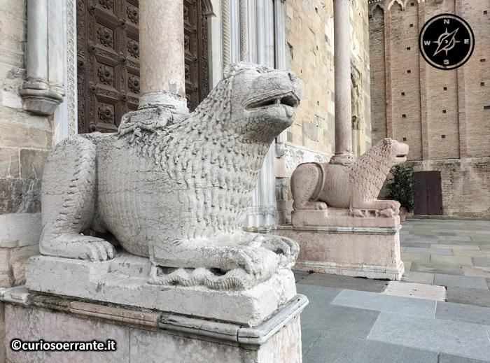 Parma - Leoni stilofori all'ingresso della cattedrale