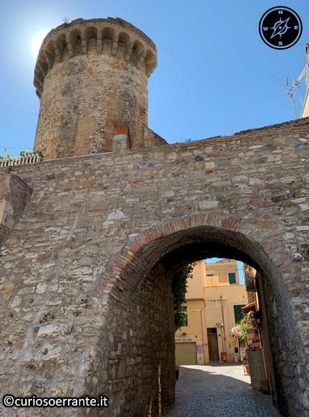 Nettuno - Una delle entrate del borgo medievale